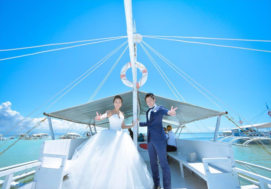 カオハガン島での前撮りはドレスを着た状態でボートへ