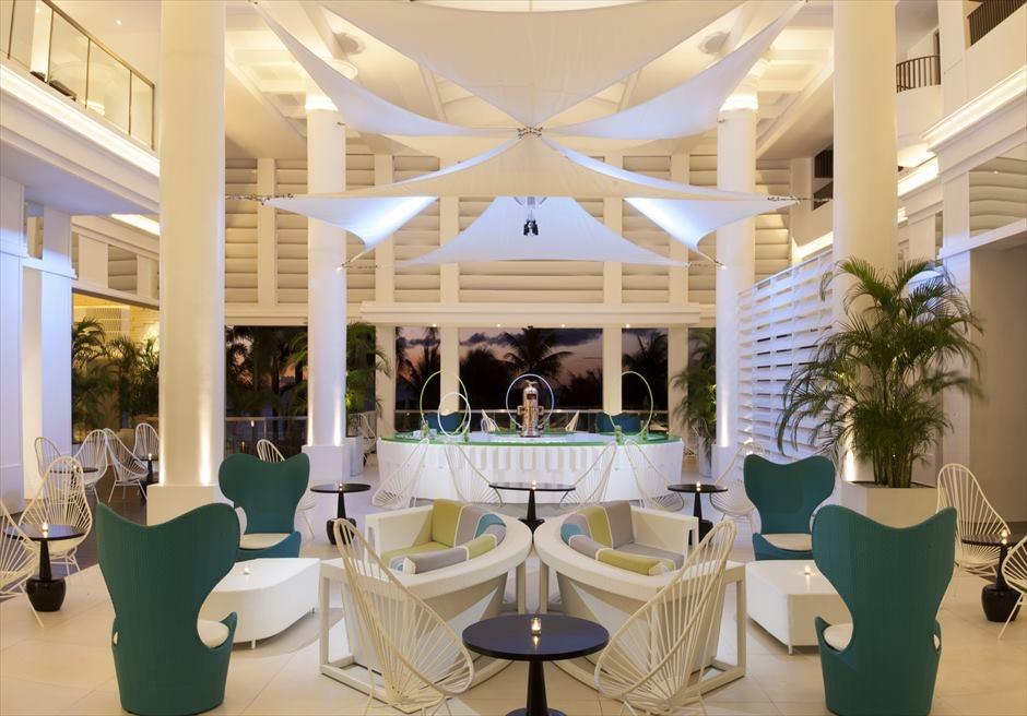 モーベンピック・ホテル・マクタン・アイランド・セブのアイスが楽しめるロビー・エリア