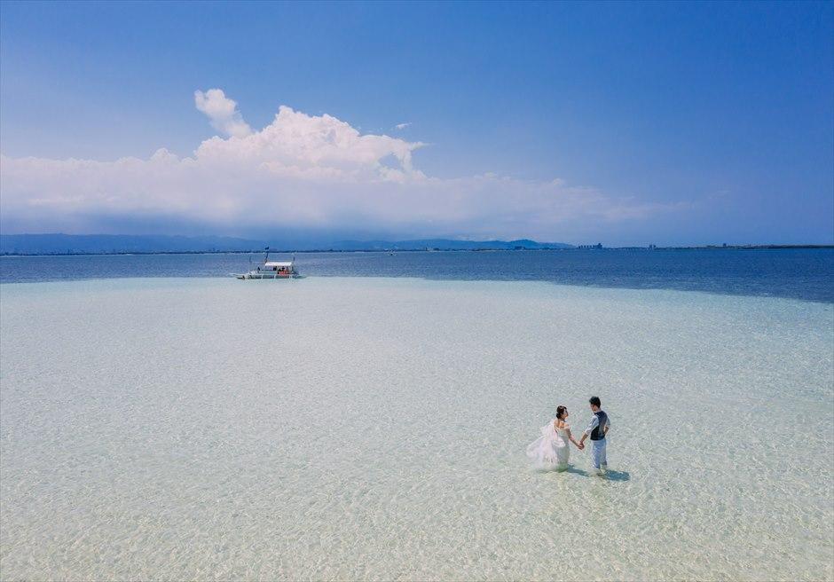 カオハガン島の美しいビーチで壮大なドローン撮影