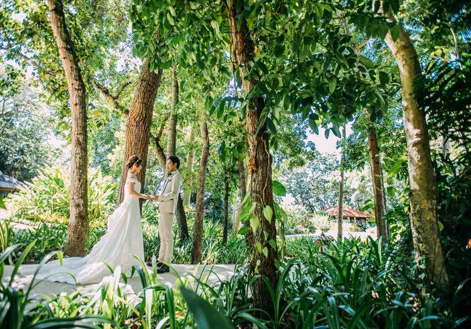 シャングリラ・マクタン・リゾート・アンド・スパの定番フォト・スポットでウェディング・フォト