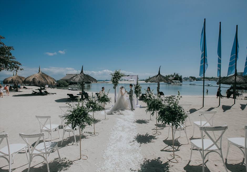 ブルーウォーター・マリバゴのビーチで挙げるビーチ・フロント挙式