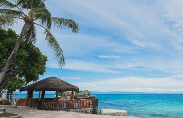 セブ島から2時間で行けるカモテス島のホテルから見えるビーチ