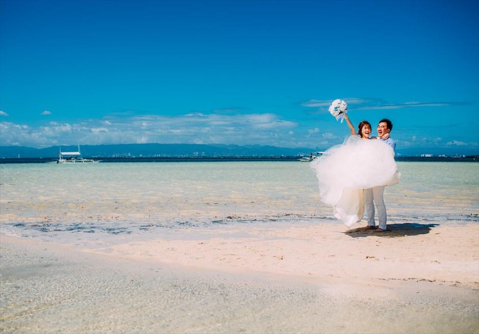 セブのカオハガン島で定番のお姫様抱っこポーズをして後撮り