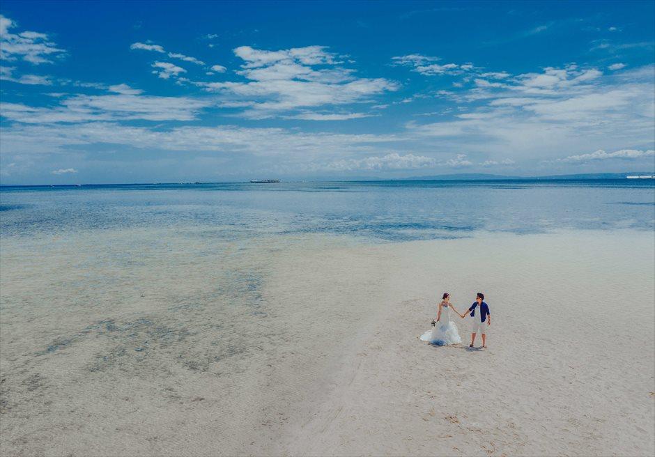 カオハガン島などの離島ではドローンを使って迫力のあるカップルフォトが撮影できます