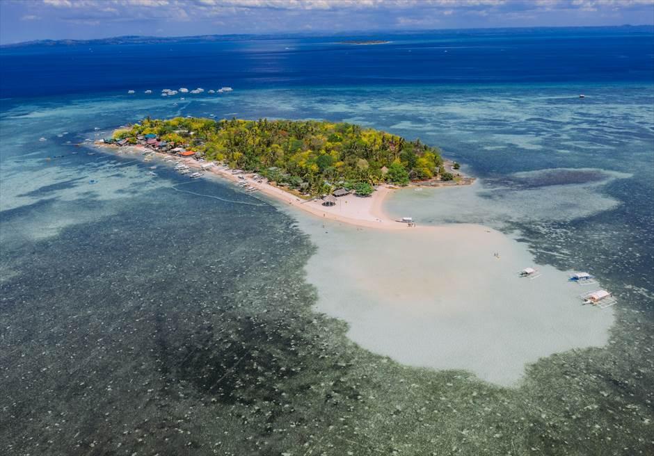 セブ島フォトウェディングで人気の離島カオハガン島の全景