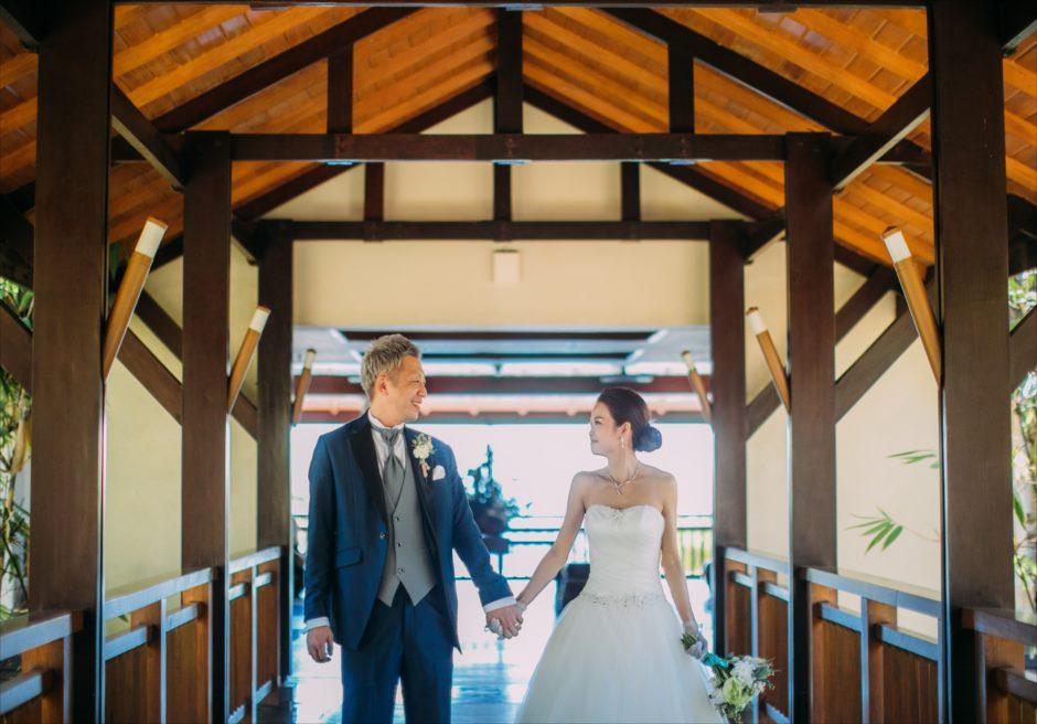 クリムゾン・マクタンでうぇひんぐドレスとタキシード着用したフォーマル・フォト