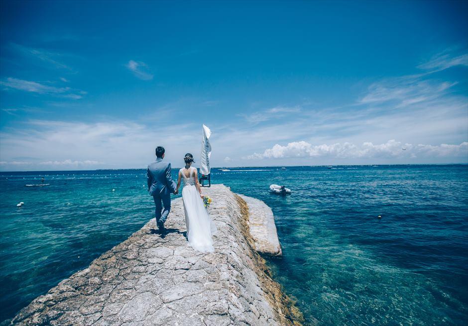 クリムゾン・マクタンの桟橋で青い海と空を独占できるショット