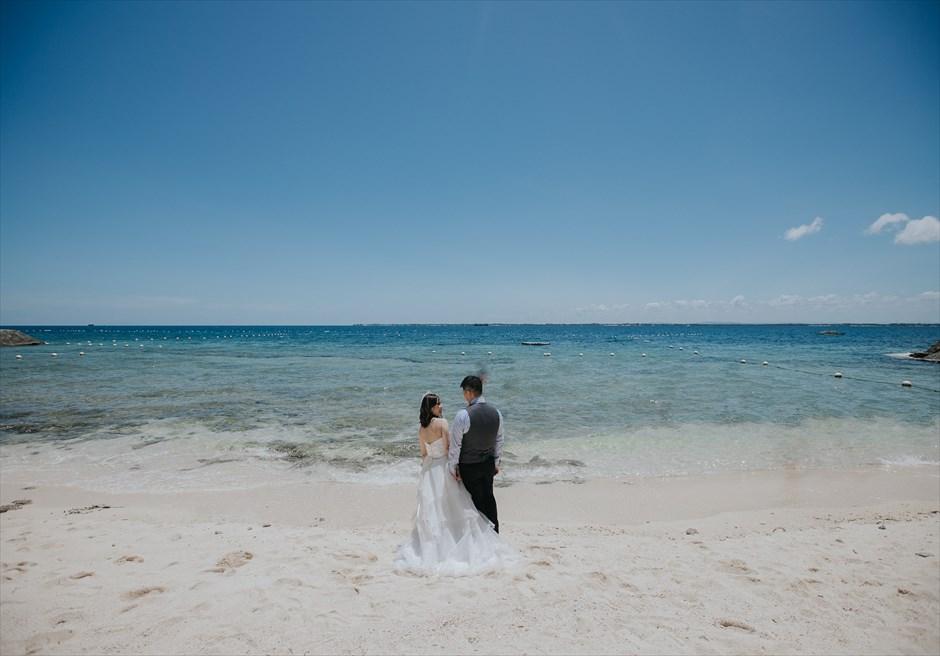 クリムゾン・マクタンのビーチでバックショットの写真撮影
