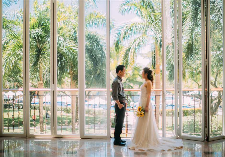 ジェイパーク・アイランド&ウォーターパーク・セブのホテル内でガーデンを眺める前撮り