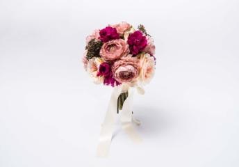 セブ島前撮りで使いたいピンク・ローズの造花ブーケ