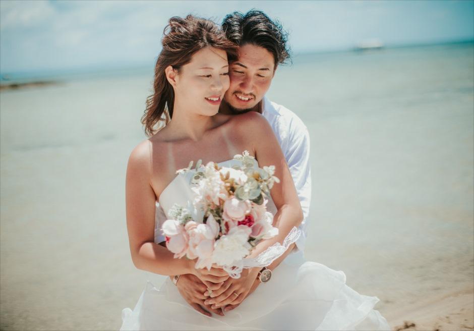 セブの離島カオハガン島でウェディングドレスを着たカップル・フォト