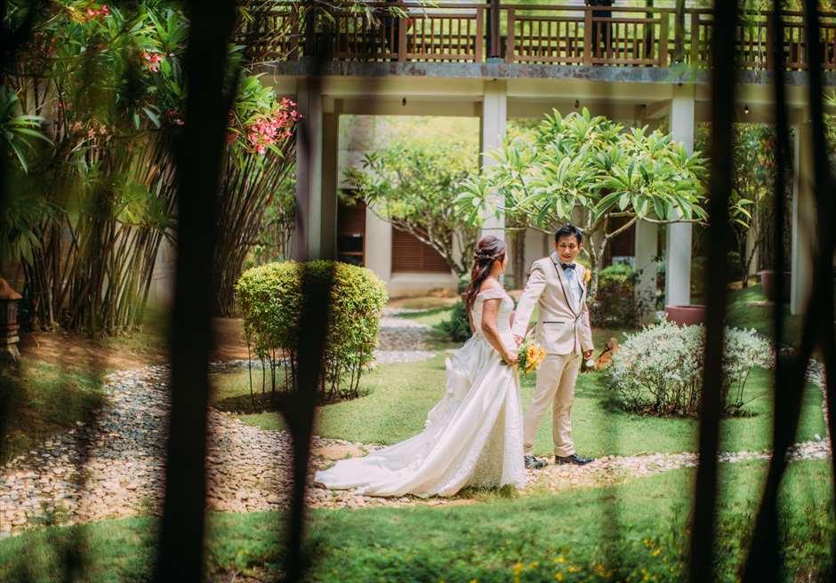 セブ島クリムゾンのガーデンでドレス&タキシードの前撮り