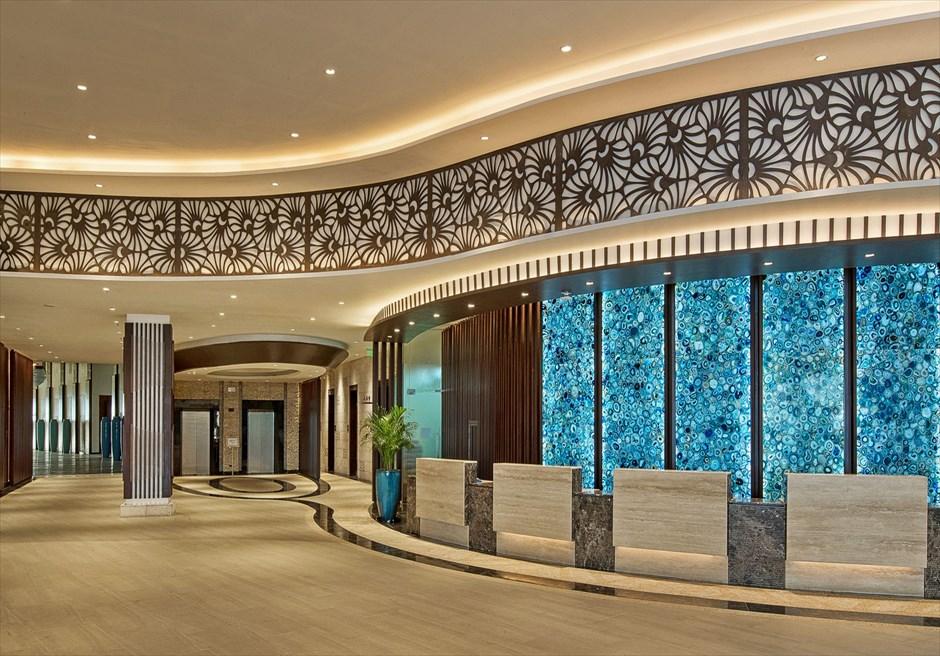 デュシタニ・マクタンのラグジュアリーなフォトウェディングができるホテル内装