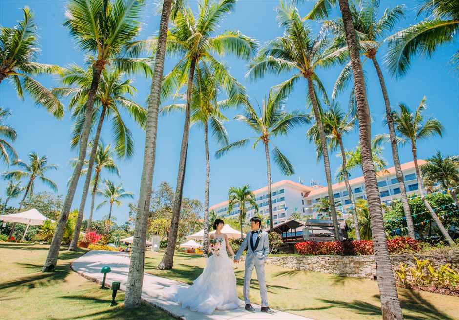 セブ島シャングリラ・マクタン・ホテルのガーデンで前撮りをフィリピン人フォトグラファーが撮影