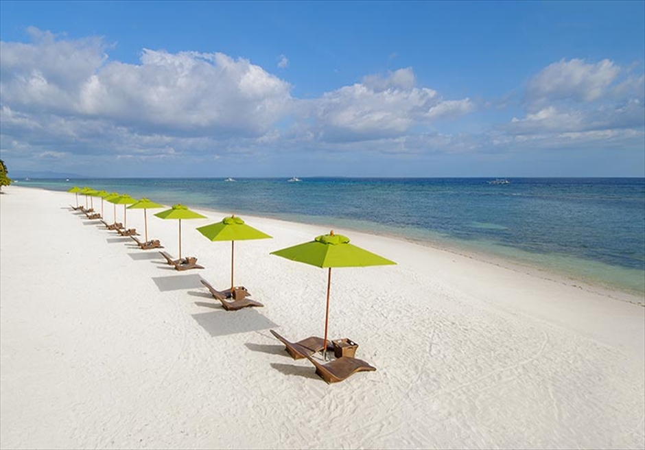 ボホール島サウス・パーム・リゾートの美しい白砂のロング・ビーチ