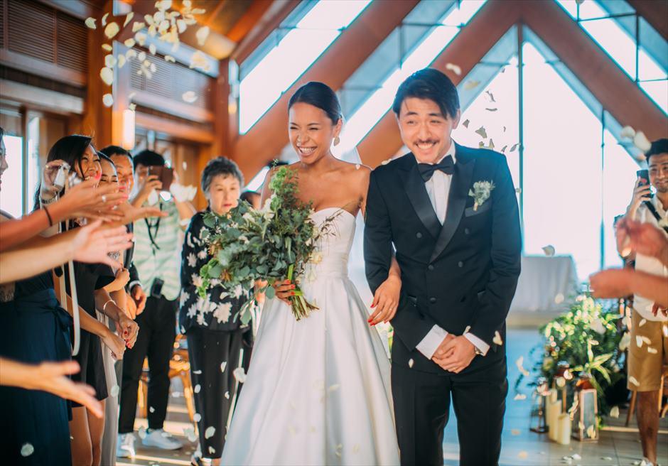 セブ島結婚式でフラワーシャワー